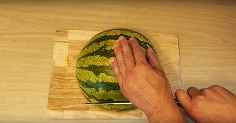 Как разрезать арбуз